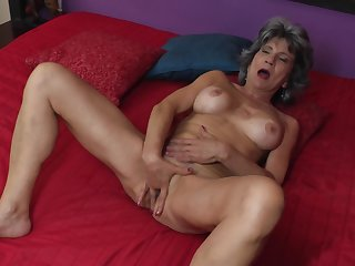 Mature unskilful granny Raquelle fingers her wet shaved pussy