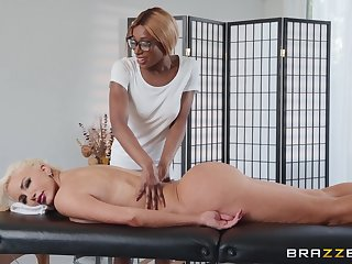 Interracial bull dyke sex after a kneading - Kinsley KArter and Nicolette