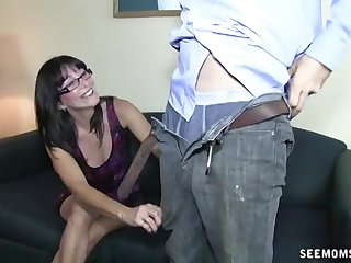 Mature with gasses drops on her knees to make him ejaculate