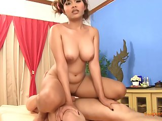 Oiled woman, Nuuna is getting a pussy palpate and moaning, because euphoria feels so good
