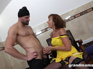 Addicted to sex granny hooks run across three young strangers